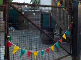 gate and bunting