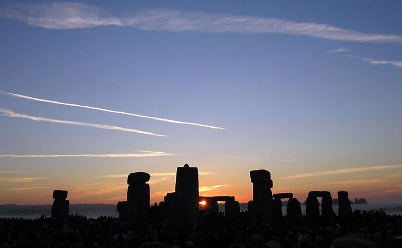 Stonehenge Summer Solstice Sunrise - Famous Wallpaper
