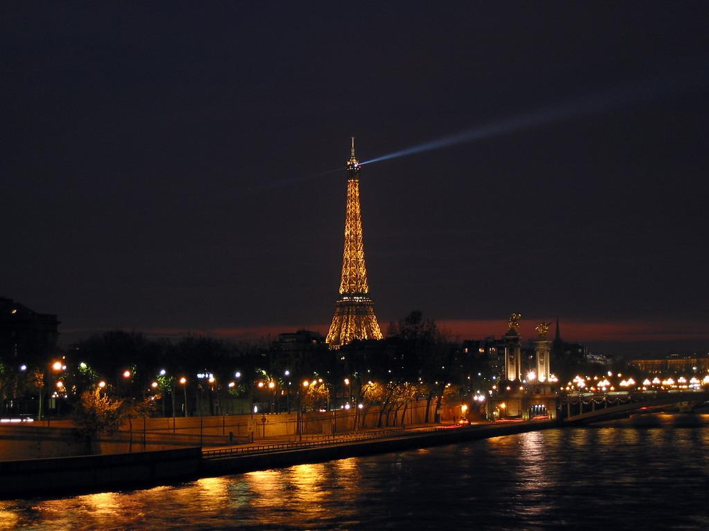 Tour Eiffel Nuit Concorde