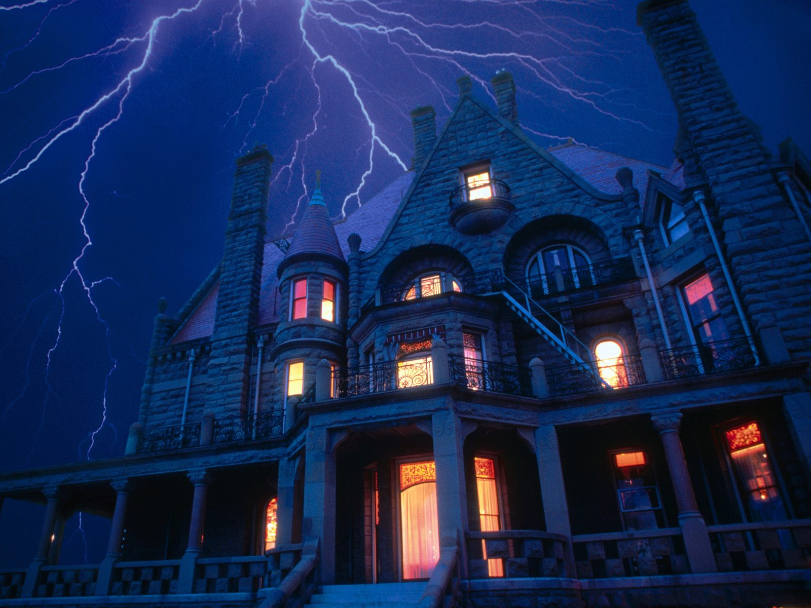 [Mision] Thiefs, valkyries and spooks Spooky-house-with-lightening