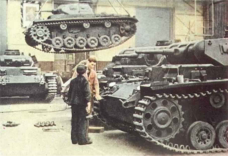 Panzer III Workshop - German World War 2 Colour Wallpaper