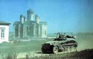 Sdkfz 250 at Russian Church