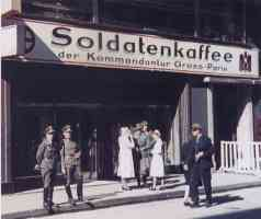 soldiers outside the soldier cafe in Paris