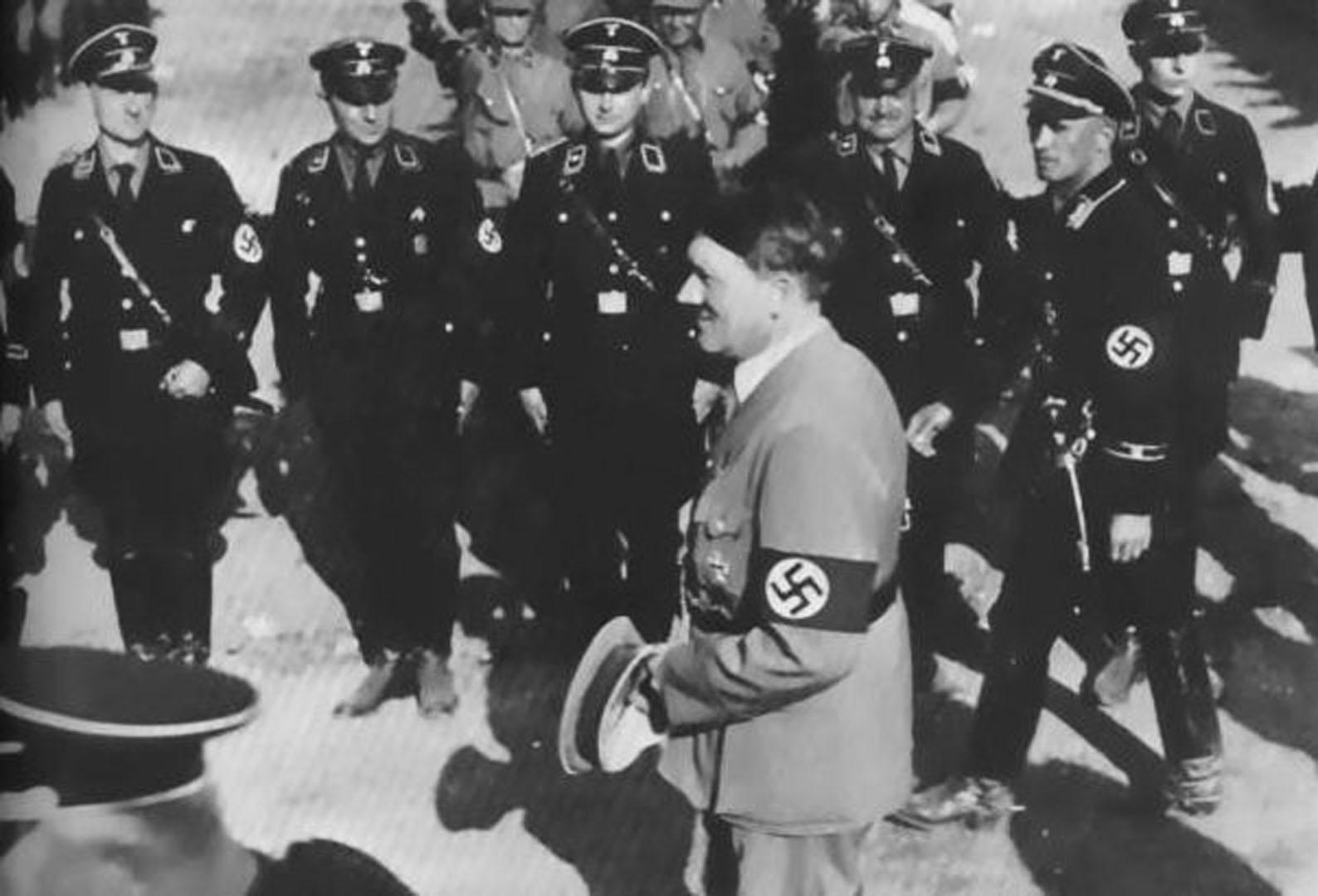 Nazi Third Reich Hitler Inspecting Group Of Allgemeine Ss Soldiers