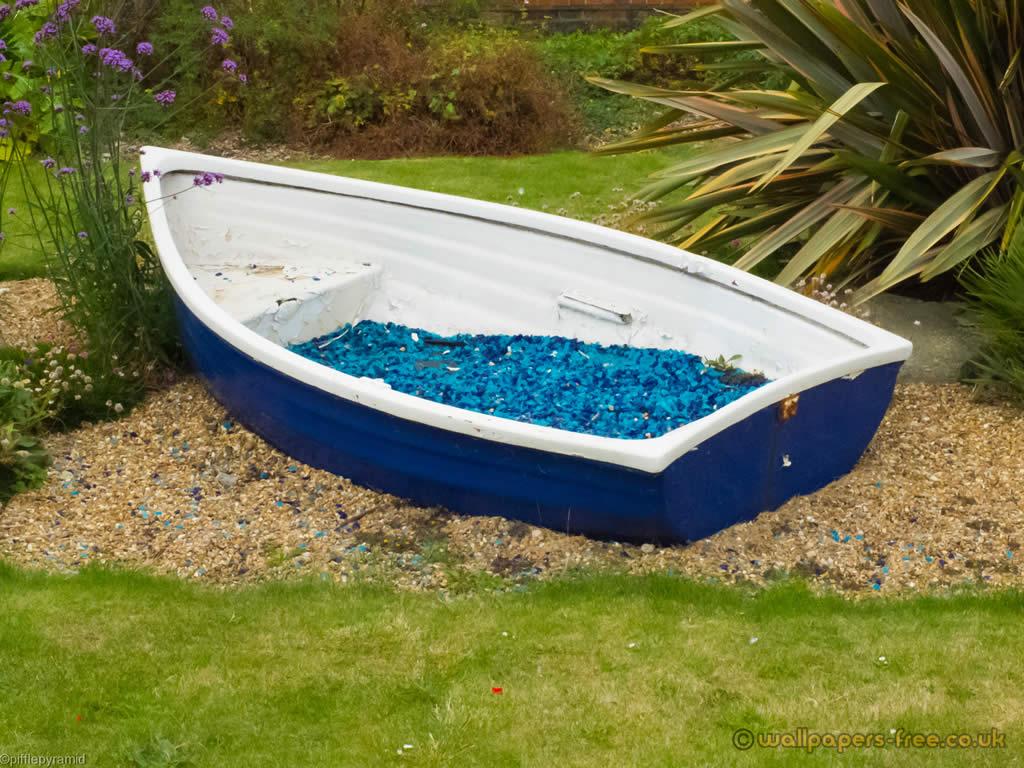 Decorative Garden Boat Feature