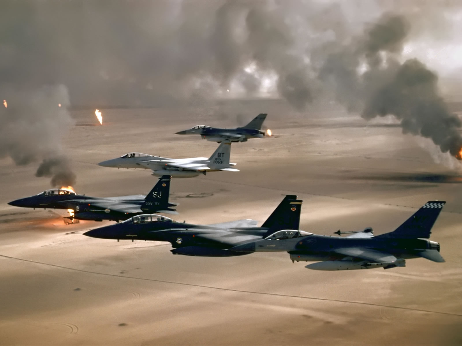 F16A F15C And F15E In Desert Storm