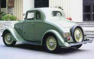 1933 Willys Model 70 Coupe Green fvl